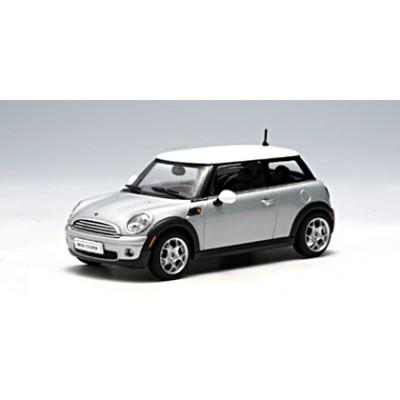 Autoart 1:43 Mini Cooper 2006 (Sparkling Silver Metallic/White Roof)