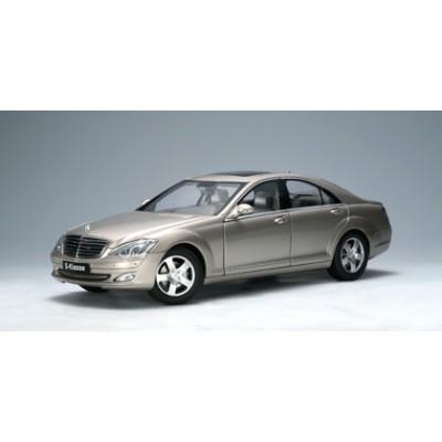 Autoart 1:18 Mercedes-Benz S500 SWB 2004 (W221, Cubanit Silver)