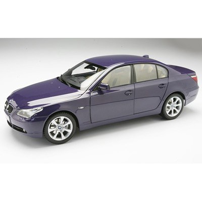 Kyosho 1:18 BMW 545i Sedan (E60, Purple Met)