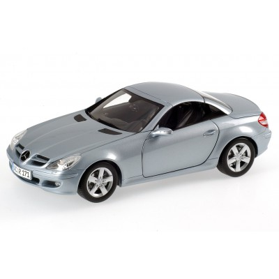 Minichamps 1:18 Mercedes-Benz SLK 2004 w/ Movable Roof (Silverblue Met)